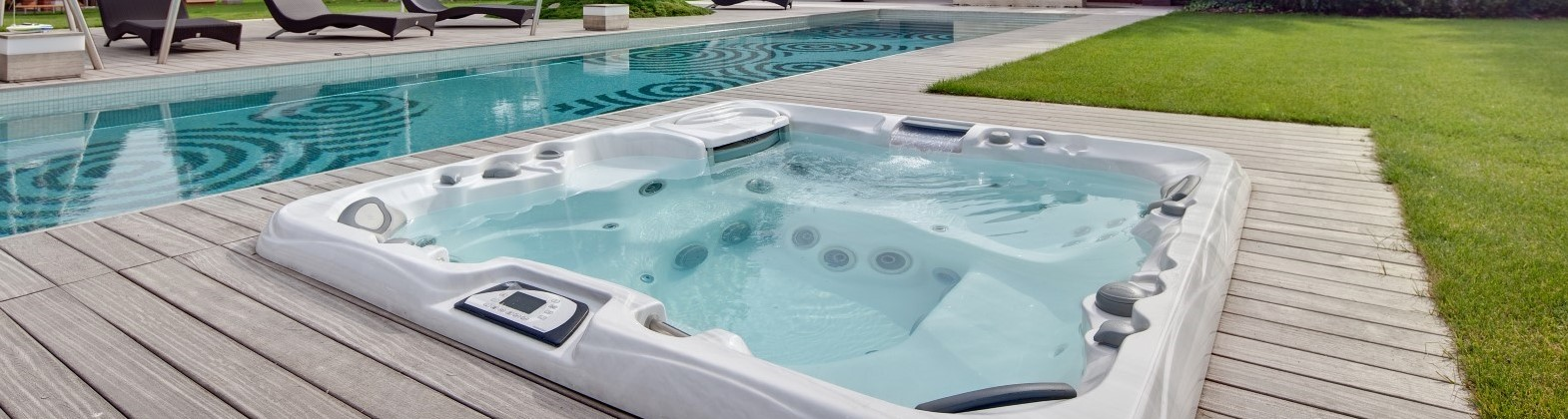 Private and commercial whirlpools from Aquamarine Spa