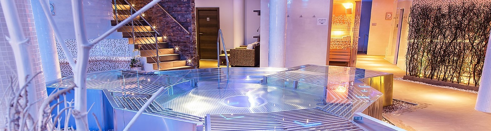 Luxury stainless steel whirlpools - from Aquamarine Spa
