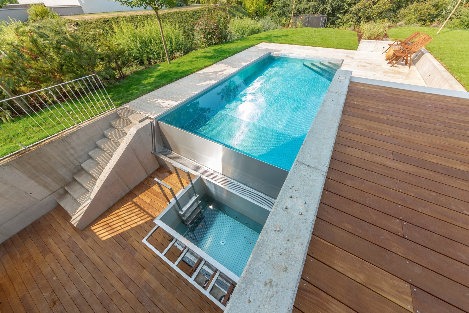 WHY CHOOSE A STAINLESS-STEEL POOL